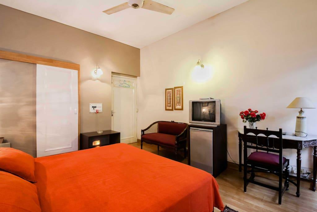 Room 2 - Queen Size.