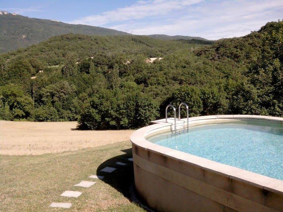 La piscine est accessible à partir de juin environ - Available around June.