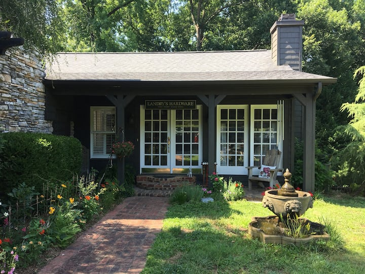 Private Guest House 4.5 Miles from GSP Airport