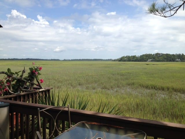 PEACEFUL CONDO BETWEEN THE MARSH AND THE BEACH