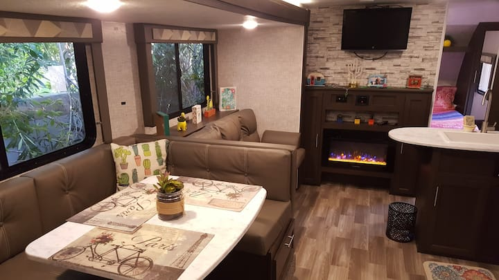 "Near Downtown PS ""RV"" with Pool and Spa WOW!"