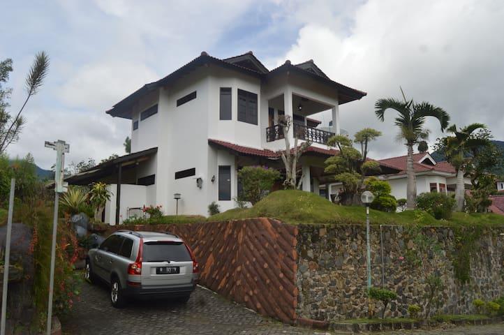 The Ma'ruf Vila, Villa Bukit Mas, Puncak, Cipanas
