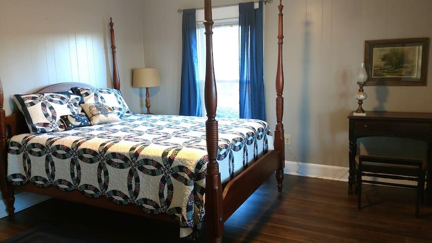 Bedroom 1 (queen bed, ceiling fan)