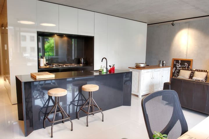 Trendy New Cosmopolitan Apartment in Balgowlah