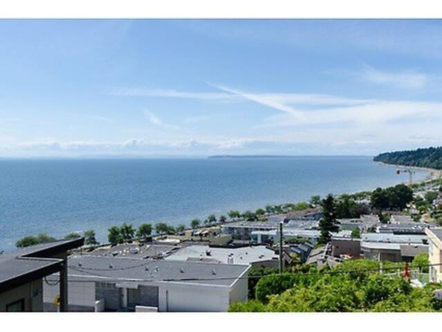 Stunning Ocean Views and Sunsets - White Rock - House