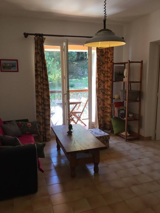 joli t2 vue sur mer et sur jardin avec balcon appartements louer brando corse france. Black Bedroom Furniture Sets. Home Design Ideas