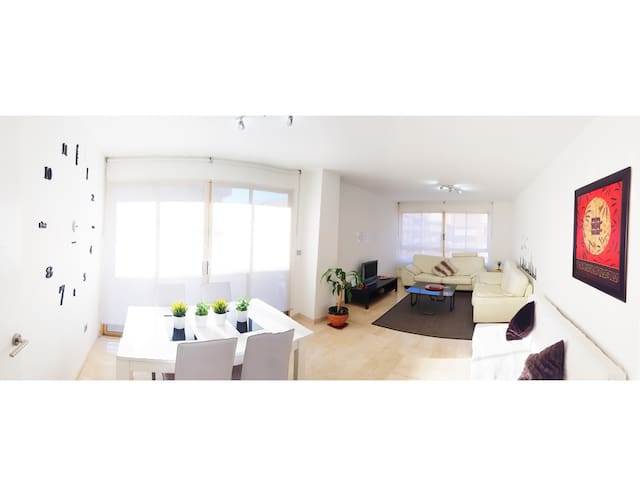 Fantastic new Apartment in the center. Beach