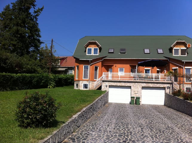 Comfy country apartment 15-20 minutes to Budapest! - Budapešť - Byt