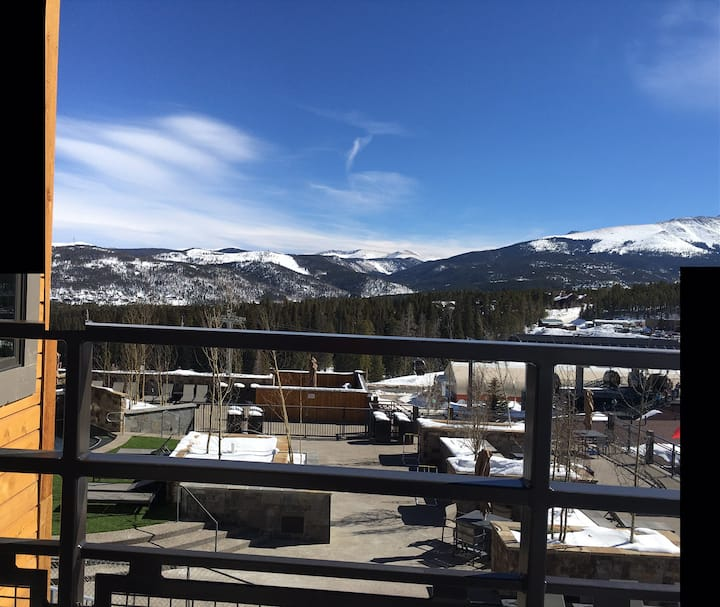 Grand Colorado 8; 1 BR Suite Sleeps 4;  Ski In/Out