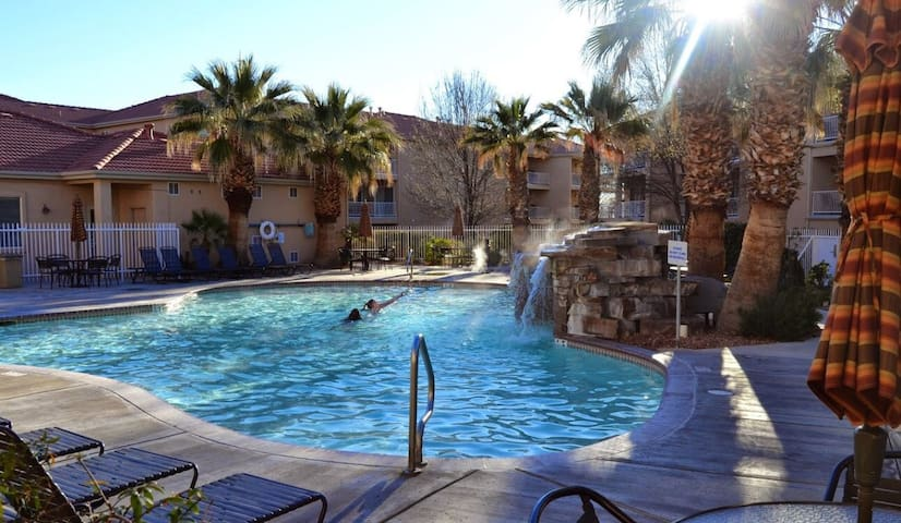St. George Zion Park, Sleeps 6-8 - instant book me - เซนท์จอร์จ - (ไม่ทราบ)