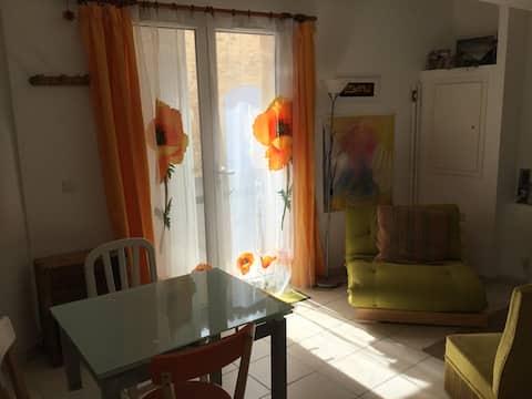 Studio dans village haut-provençal