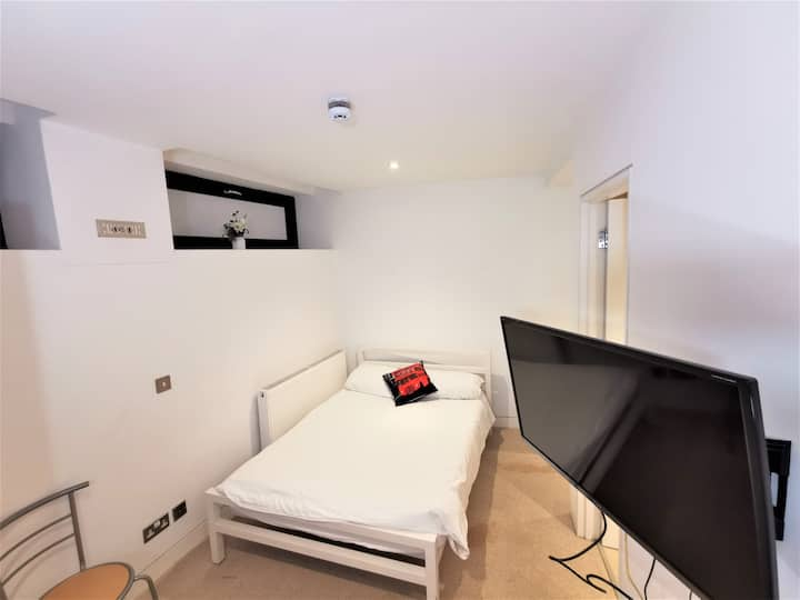 (1c) Double Room with en-suite