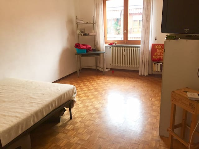 Bright single room with a double bedroom in Bra