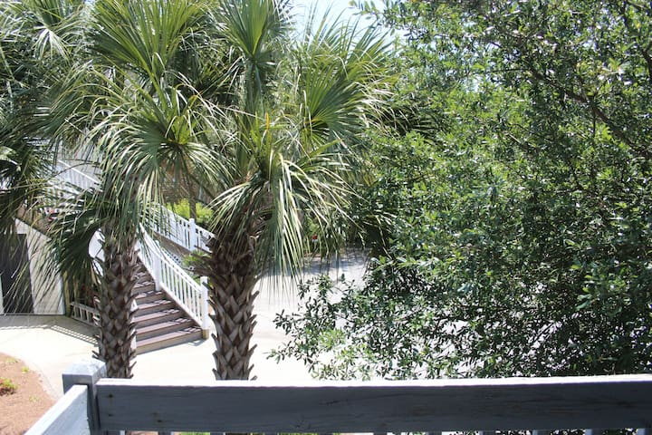 2 Blocks to Beach- 2BR/2.5 BA -NO SMOKING -NO PETS