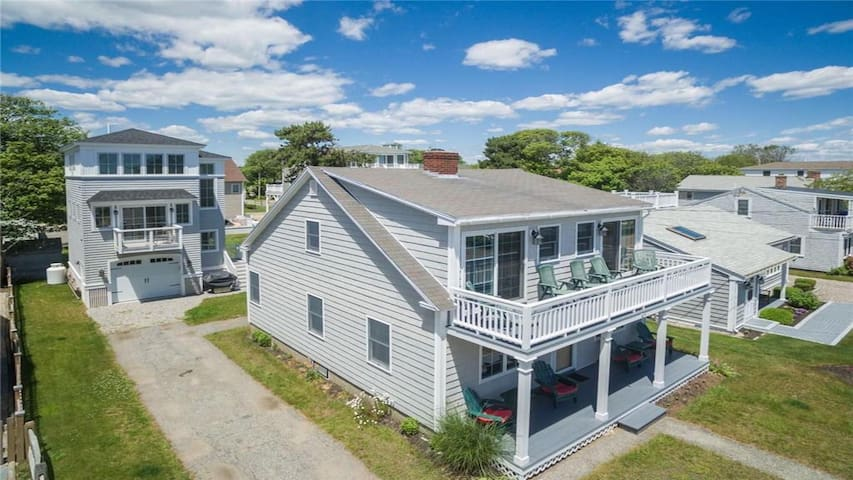 Moody Beach cottage with ocean views! 3BR 2 bath