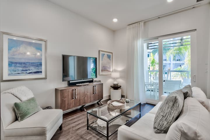 Luxury 2 BR Condo, Resort-style pool, Short Walk to Local Shopping and Dining