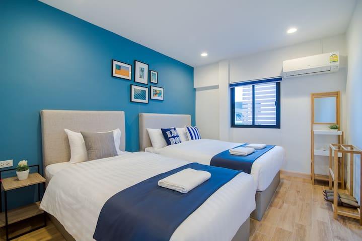 Bedroom 2 - 1 queen bed 1 single bed