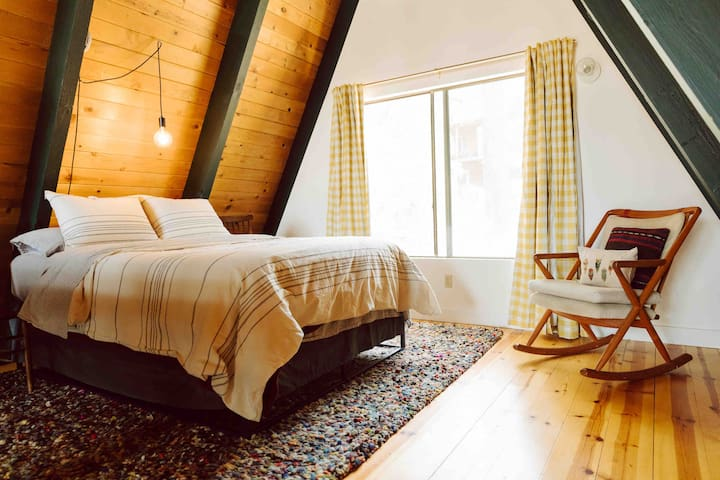 loft - queen bed