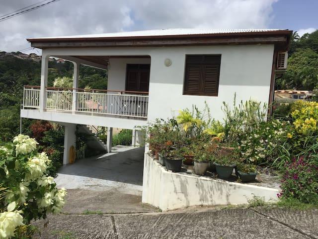 Villa de type F3 - La Trinité - Villa