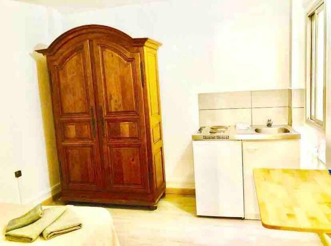 Apartamento nuevo en barrio Sants,cama doble be2