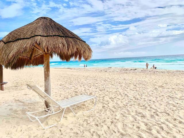 ★ Brisas  ★ Beachfront Condo ★
