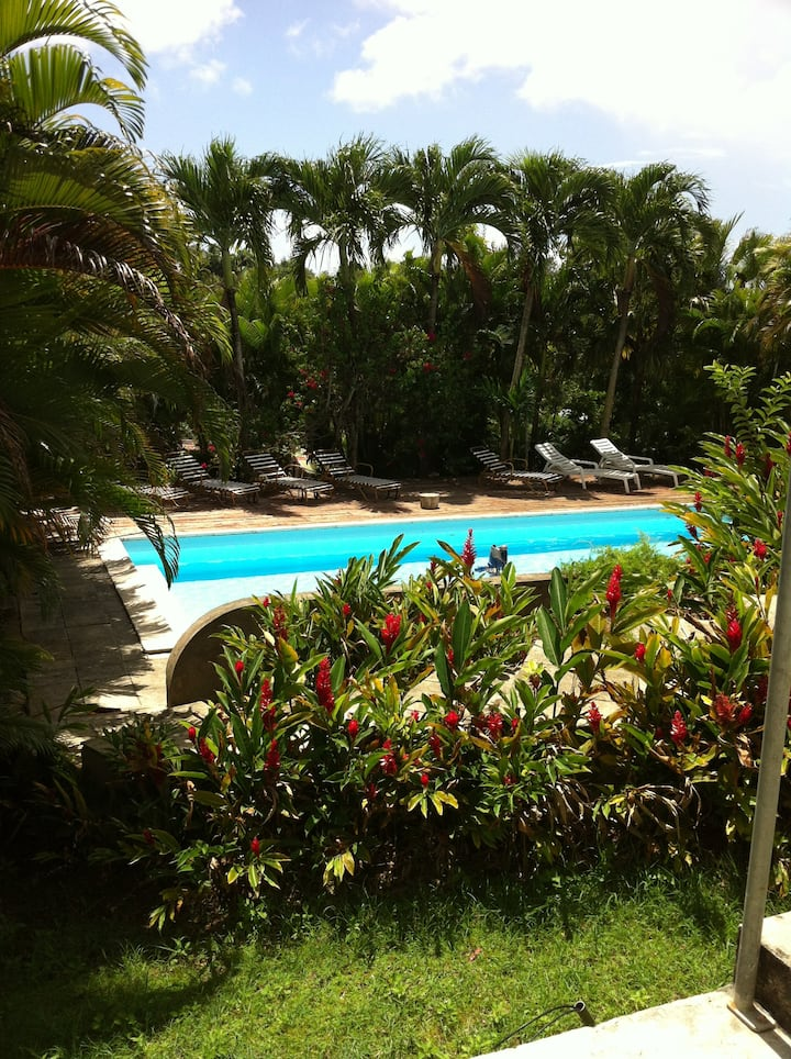 Chambre dans villa avec piscine + kitchenette