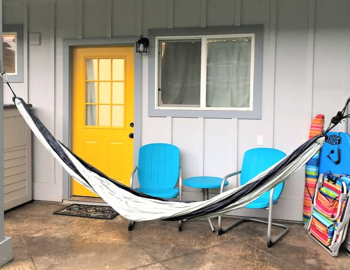 Beach Studio Block to the beach/trails-30 Day Stay