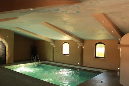 Charming cottage 8 pers with fireplace, spa & pool