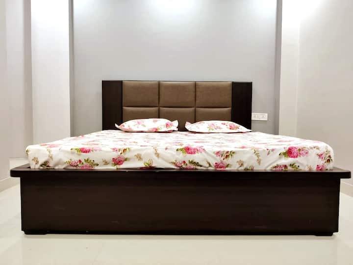 Modern, Chic New Private Apartment In New Delhi