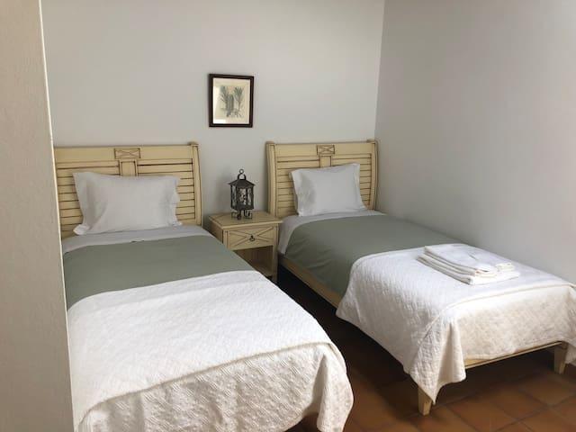 O quarto com duas camas