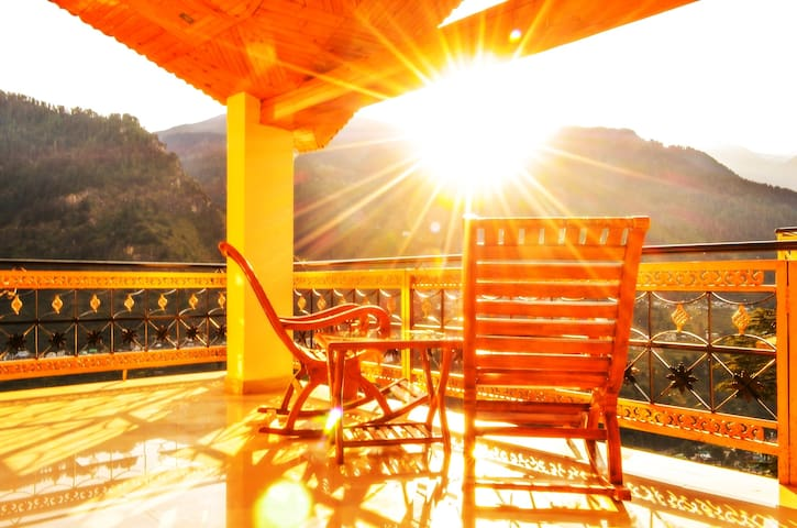 Experience Best Sunrise, View & Manali at its best