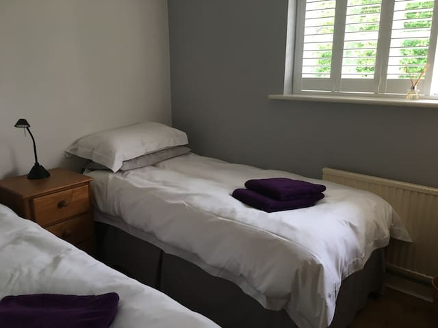 Small twin bedroom in large Henley house