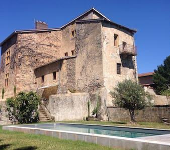 Séjour de charme au Château du Mas - Bessenay - Castelo