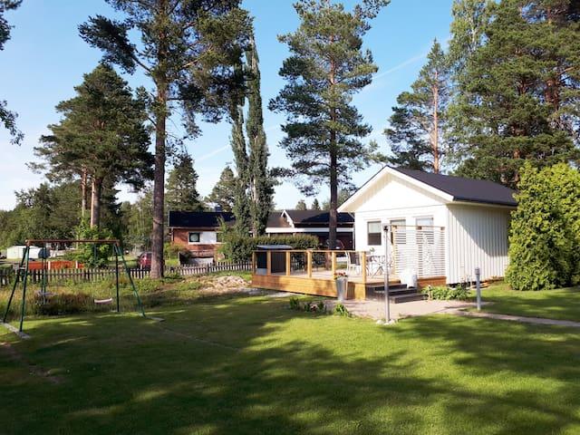 Fint gårdshus i Örnsköldsvik vid Höga Kustenleden