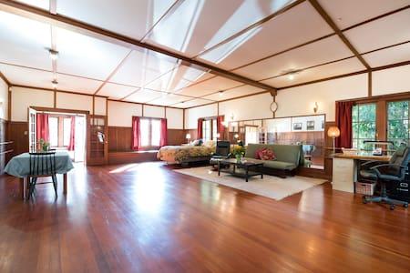 Urban Retreat/1920s Dance Studio - House