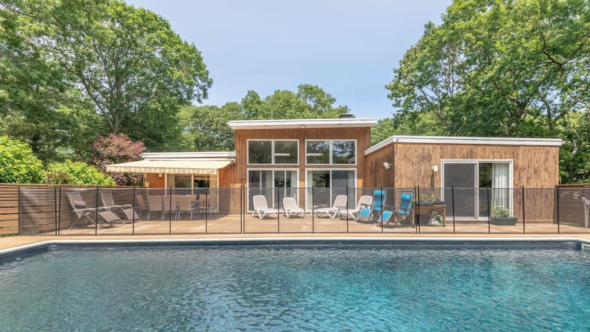 New Listing: Modern & Bright, w/ Tennis Court,  Heated Pool, Close to Beaches