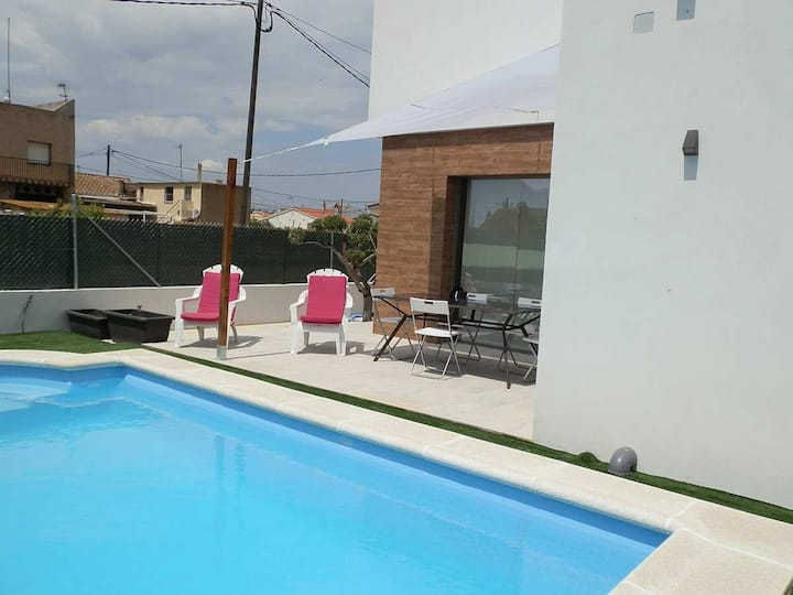 CASA MARC,Ideal house for your holidays near the sea, free wifi, air conditioning, private pool, pets allowed, dog's beach.