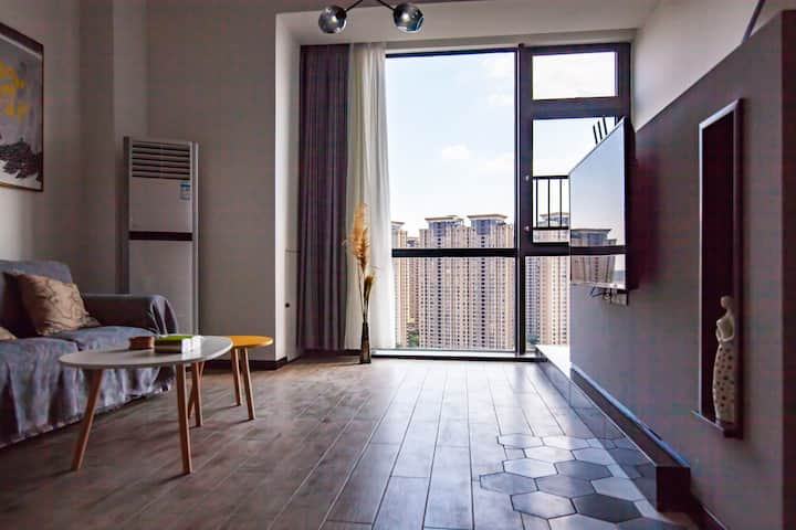 政务区万象城商圈天珑广场鼎街落地大窗Loft民宿公寓