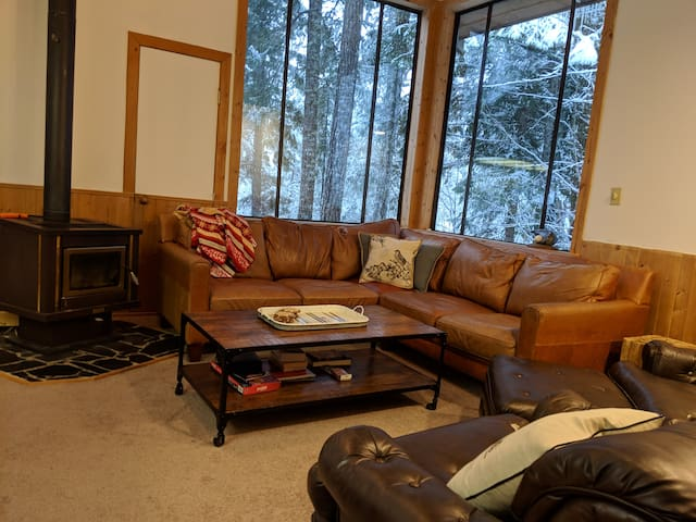 Private Cabin - 3 bdrm - 15 min to Whistler