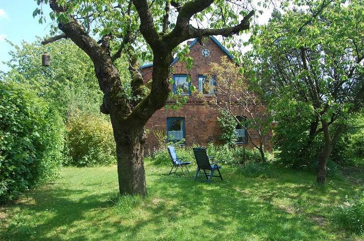Grosszügige Ferienwohnung mit Garten auf dem Land