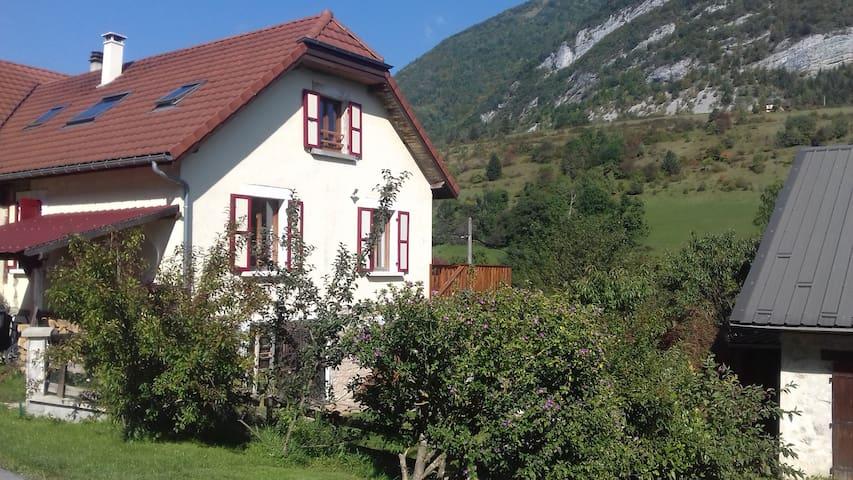 Entre lac et montagne, gîte familial à La Thuile