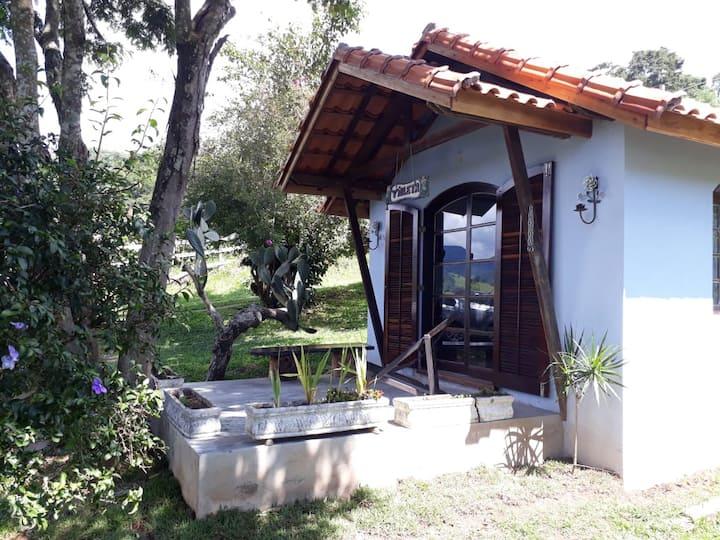 Chalé Violeta - Descanso e lazer em meio rural.