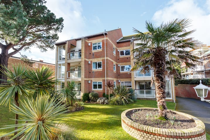 '5 Beach Walk',  flat close to Sandbanks beach