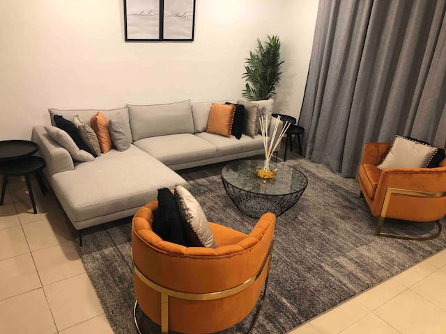 Modern and Spacious 4 bedroom apartment in Airport