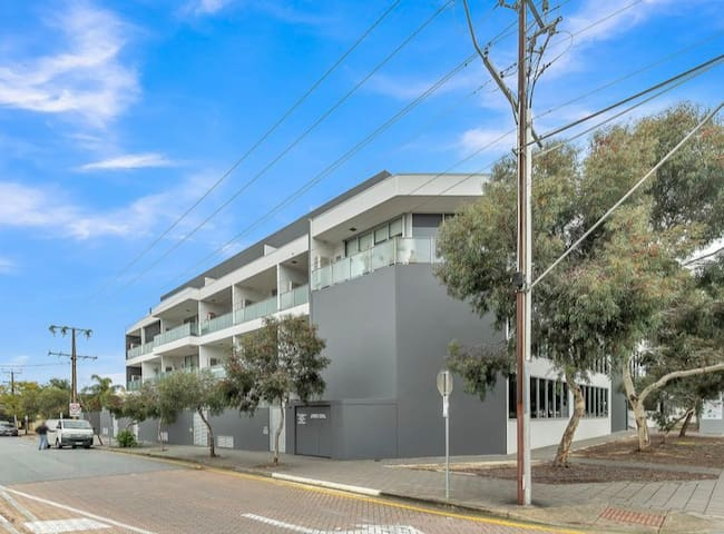 Quiet, comfy and secure city fringe apartment