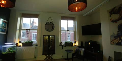 Large Studio in City Centre with Kitchen