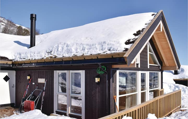 Stunning home in Norheimsund with Jacuzzi, 2 Bedrooms and WiFi