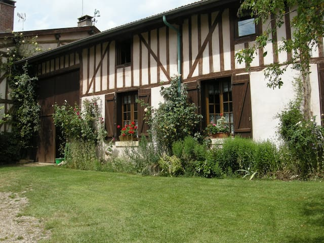 Beautiful XVIIIe half-timbering farm house - Nettancourt - House