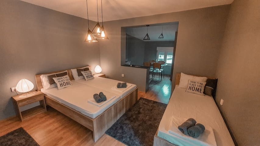 Cosy Studio Apartment near Old Town | Free Parking