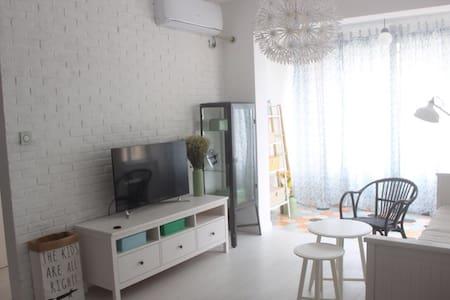 位于沙滩正对面的海景房 - Qingdao Shi - 公寓